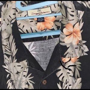 Tommy Bahama Shirts - Tommy Bahama 🐠